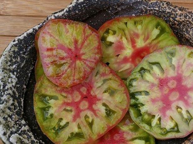 Про екзотичний сорт томатів чорний ананас